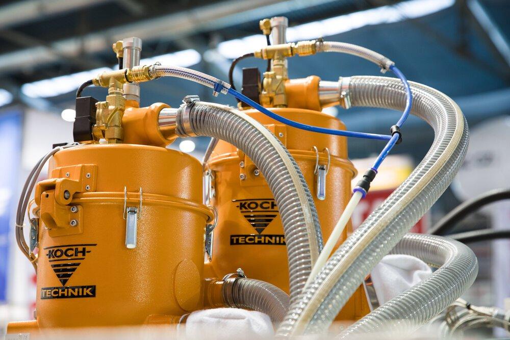 Periferní zařízení ke vstřikovacím strojům- dávkování, sušení a doprava materiálu